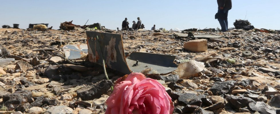 Metrojet caduto, Easyjet e Lufthansa non volano su Sharm. Obama: possibile sia stata una bomba