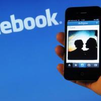 Facebook spinge su musica, aggiunge le tracce da Spotify e da Apple