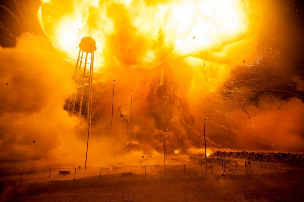 L 39 esplosione durante il lancio l 39 inferno nelle nuove foto - Immagini stampabili a razzo ...