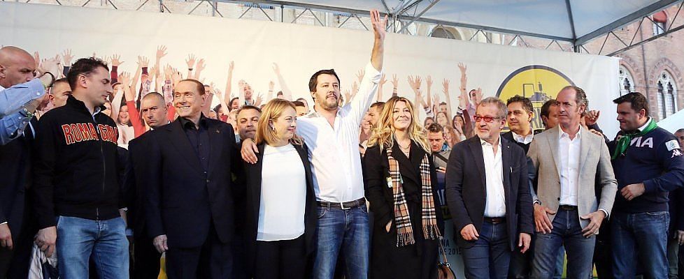 """A Bologna il raduno del centrodestra, Berlusconi: """"Con Matteo, Giorgia e Silvio vinceremo"""""""