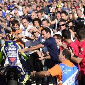 """Rossi all'attacco: """"Marquez guardaspalle di Lorenzo, hanno fatto il biscottone"""""""
