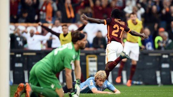Roma-Lazio 2-0, Dzeko e Gervinho affondano i biancocelesti