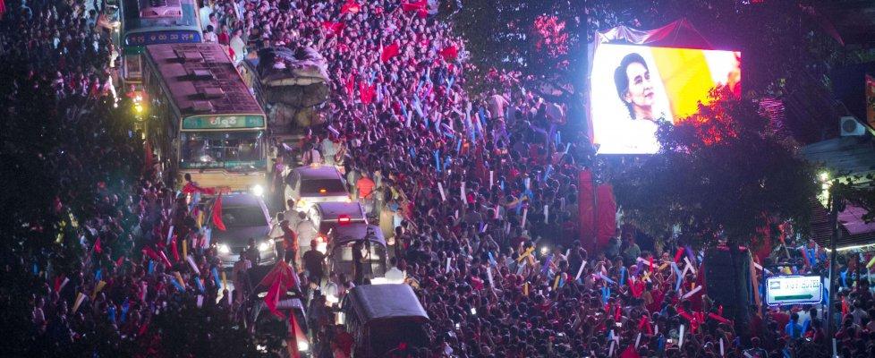Myanmar, il trionfo di Aung San Suu Kyi: oltre il 70% nelle elezioni