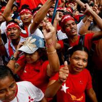 Myanmar, la festa per il trionfo di Aung San Suu Kyi