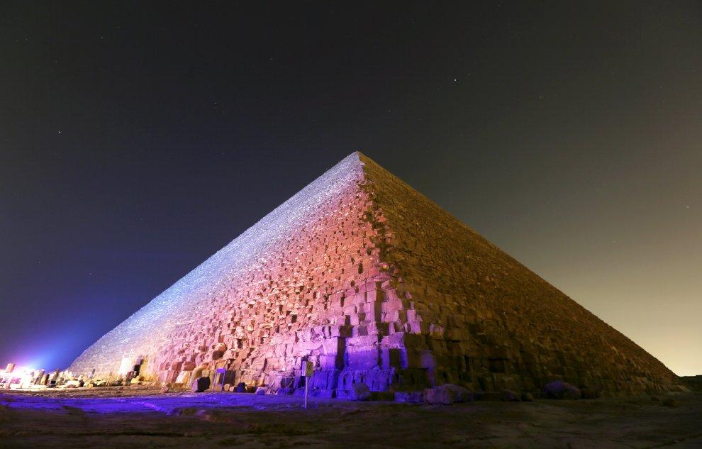 Piramidi di Giza, scansioni termiche rivelano ''strane anomalie''