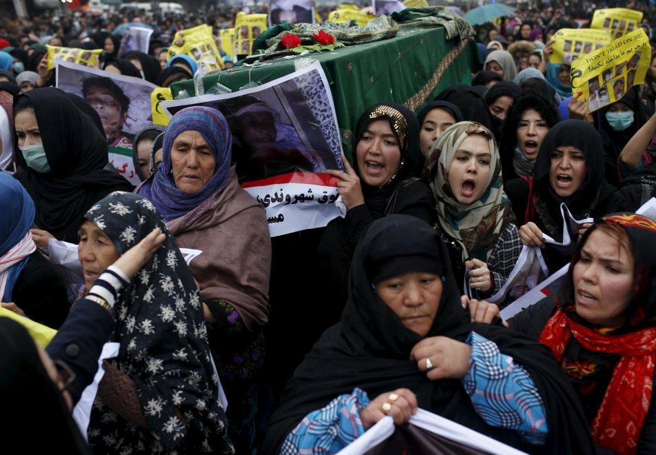 Kabul, 20mila contro decapitazioni. Polizia spara: otto feriti