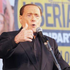 Berlusconi: Renzi mi aveva promesso modifiche a Severino. Renzi: barzellette