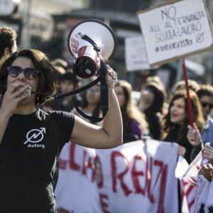 Buona scuola, proteste in tutta Italia. Scontri a Napoli, Torino e Milano
