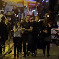 Terrore a Parigi: i soccorsi e la fuga nei luoghi degli attentati