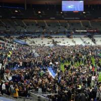Parigi, attentati in vari punti della città: 128 morti. Stato d'emergenza