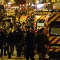 Strage Parigi, trovata auto usata dal commando. Identificati due terroristi