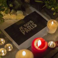 Parigi sotto attacco, solidarietà e veglie in tutto il mondo