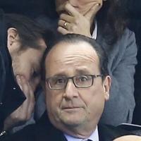 Terrorismo, Parigi sotto attacco: Hollande allo stadio