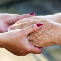 Su internet la guida delle strutture sanitarie per curare i pazienti con demenza