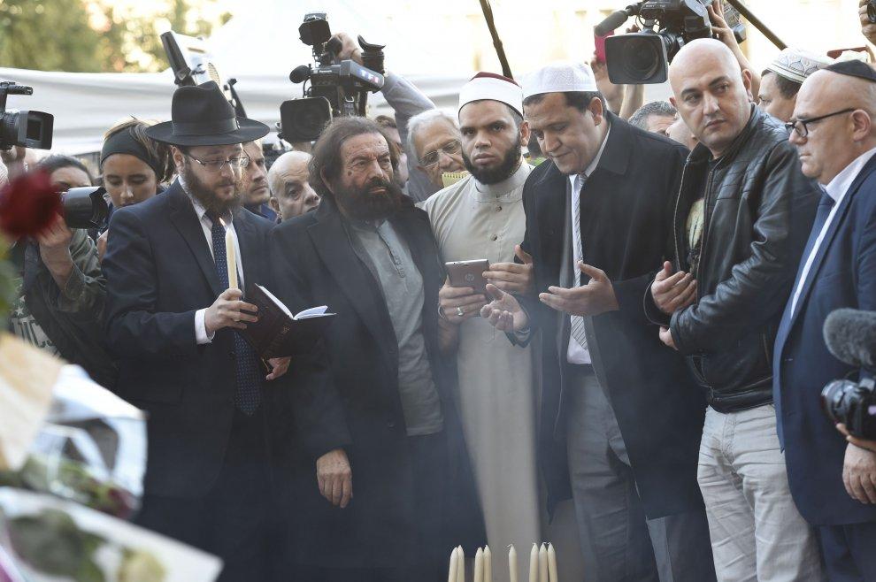 Parigi, imam in preghiera con rappresentanti mondo ebraico