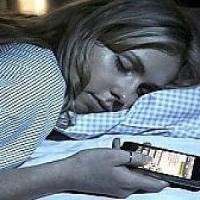 """Smartphone con """"modalità letto"""" per non disturbare il sonno"""