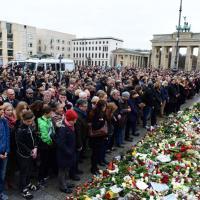 Strage di Parigi, il minuto di silenzio nelle capitali europee