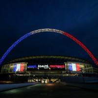 Londra, a Wembley la maxi scritta: ''Liberté, égalité, fraternité''