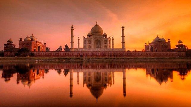 No a ceneri vicino al Taj Mahal