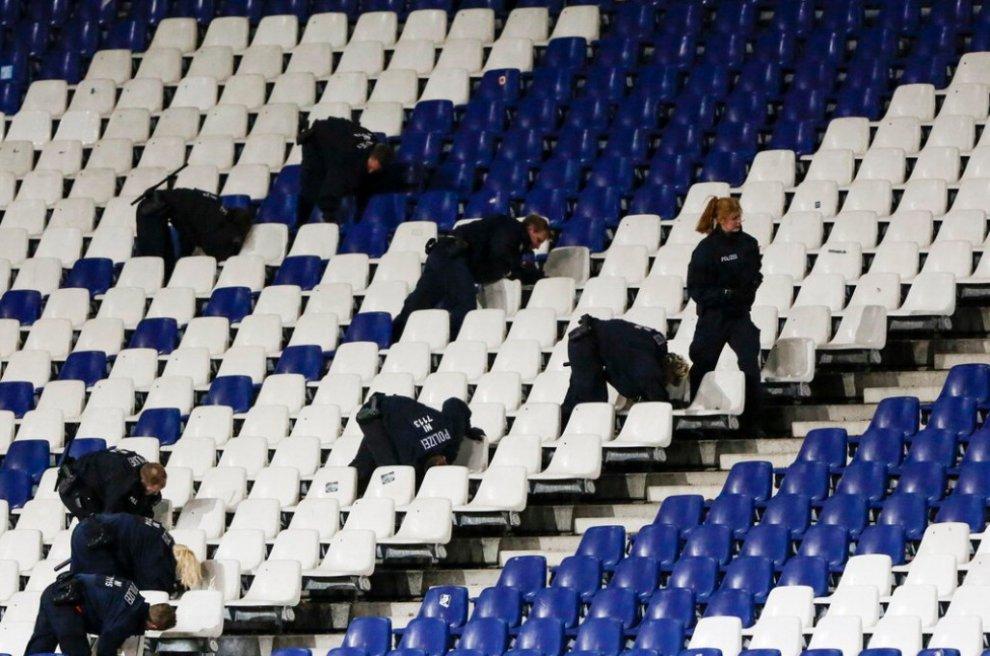 Hannover, allarme sicurezza: evacuato lo stadio e cancellata Germania-Olanda
