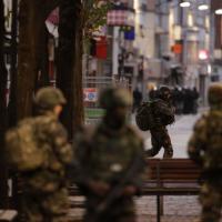 Parigi, blitz polizia: forze speciali ed esercito nelle strade di Saint Denis