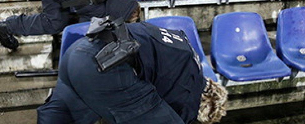 Strage Parigi: ci sarebbe un secondo assalitore in fuga. Allarme ad Hannover, cancellate partite in Europa
