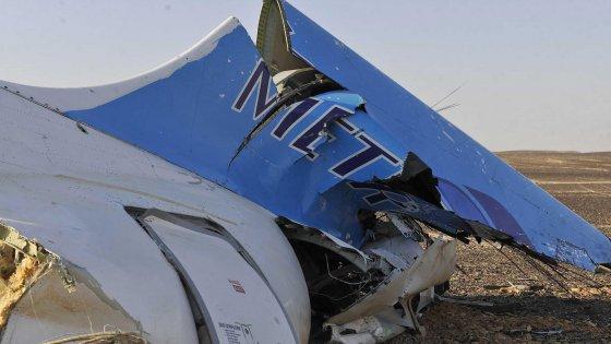 """Is: """"Nell'aereo russo una lattina-bomba"""". E torna la minaccia: """"Sul Vaticano bandiera del Califfato"""""""