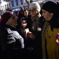 Molenbeek, la fiaccolata degli abitanti per le vittime di Parigi