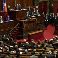 Parigi, il parlamento autorizza il blocco di siti internet che inneggiano al terrorismo