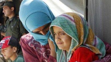 Libano, bambine di famiglie povere  date in sposa nei campi dei profughi siriani  di MAURO POMPILI