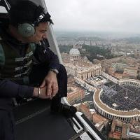 """""""Gli attentati di Parigi minacciano anche noi"""". Un italiano su due è pronto a cambiare..."""