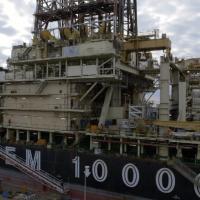 Giorno di rimessaggio al porto di Genova per la nave Saipem 10000