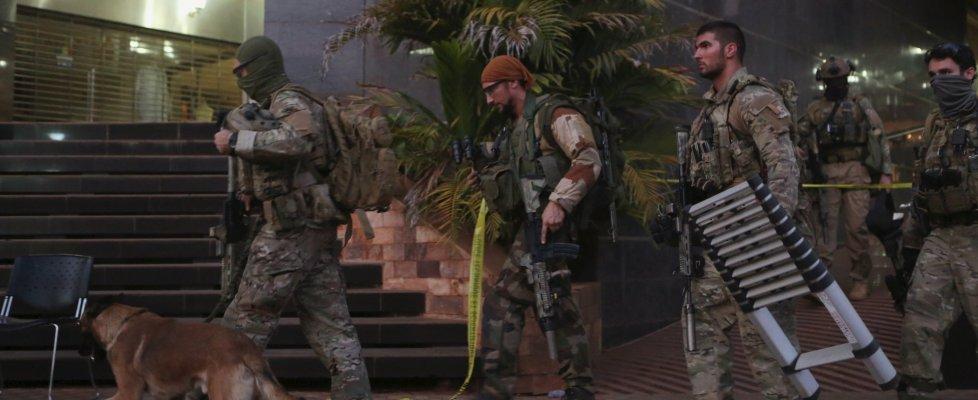 """Mali, attacco jihadista a hotel di Bamako. Il presidente: """"Almeno 21 morti. Tra loro due terroristi"""""""