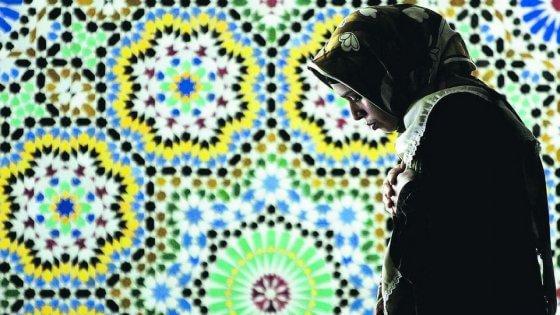 """""""Arrabbiati, non terroristi"""". Le mille voci delle moschee nel venerdì dell'islam di Roma"""