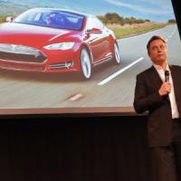 Tesla, Musk cerca ingegneri per auto che si guida da sola