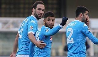 Verona-Napoli 0-2, Insigne e Higuain lanciano gli azzurri