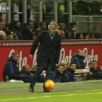 Inter, Mancini sbaglia i tacchetti: capitombolo al Meazza