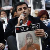 Turchia, spari contro il leader del partito filo-curdo