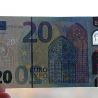 Arriva la nuova banconota da 20 euro: più difficile da falsificare
