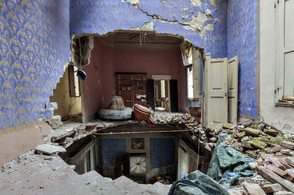 Dal lusso alle macerie le ville abbandonate d 39 italia for Immagini di case antiche