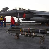 Francia, la portaerei 'De Gaulle' lancia i primi attacchi contro l'Is in Iraq