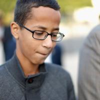 Usa, il ragazzo arrestato per l'orogio artigianale chiede 15 milioni di dollari di risarcimento