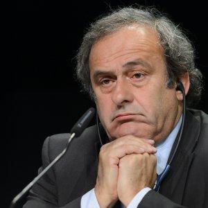 Scandalo Fifa, chiesta la radiazione per Platini e Blatter
