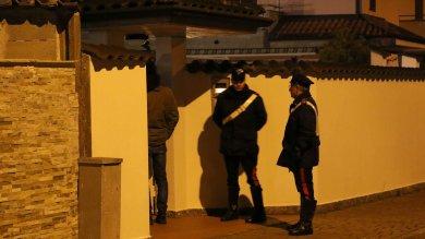 Milano,  sorprende i ladri in casa e spara :  morto malvivente, in fuga altri due   foto