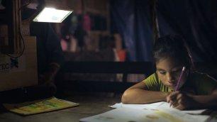 Dove i bimbi studiano alla luce delle piante    video