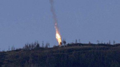 """Lavrov: """"Attacco turco premeditato""""  Siria, vivo pilota abbattuto: recuperato"""