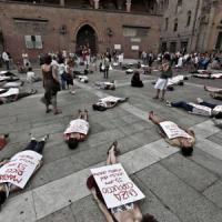 Femminicidi: 152 in un anno, quasi dimezzati al Sud ma crescono al Nord