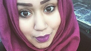 Insulti alla ragazza musulmana passeggeri contro l'aggressore