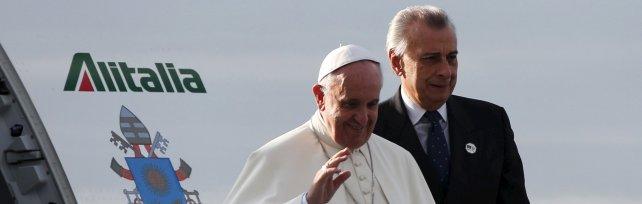 Papa Francesco è atterrato a Nairobi   foto   è la sua prima volta in Africa   video   -   diretta tv