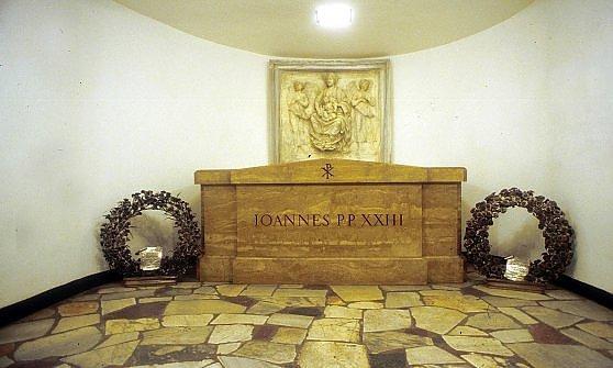 La storia della Chiesa attraverso le tombe dei Papi